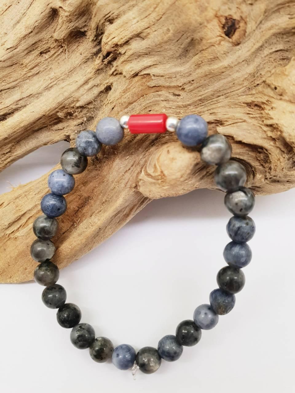 Bracelet perles naturelle corail bleu 6mm et perle de corail rouge