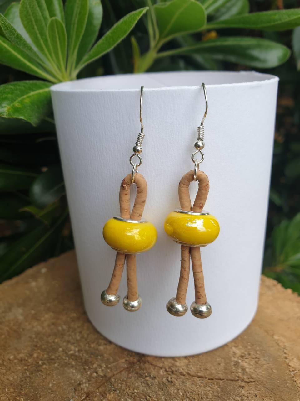 Boucles d'oreiiles liège avec perles de verre céramique jaune