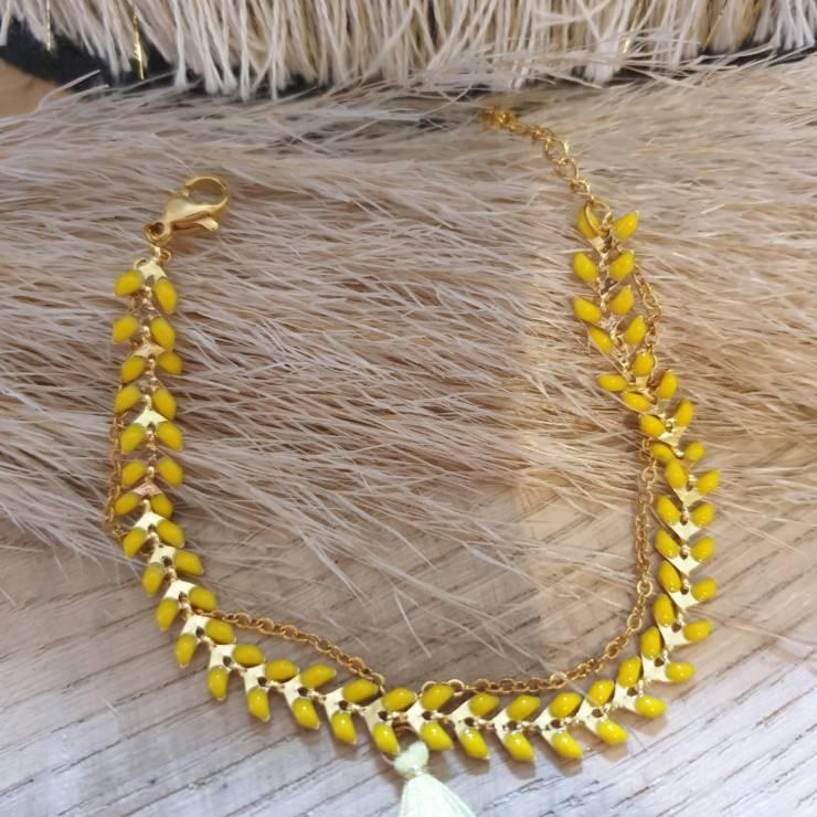 Bracelet chaîne épis doré émaillée jaune orné d'un pompon avec chaînette, fermoir mousqueton et chaînette de rallonge Bracelet fait main, adaptable à tous poignet grâce à sa chaînette de rallonge Matériel du bracelet acier inoxydable