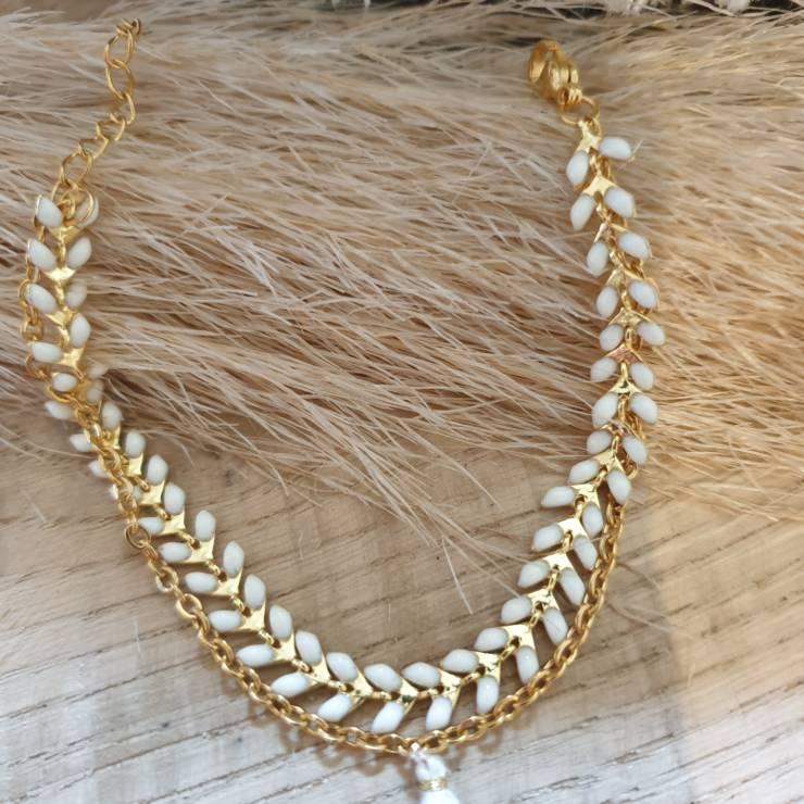 Bracelet chaîne épis doré émaillée blanc orné d'un pompon avec chaînette, fermoir mousqueton et chaînette de rallonge Bracelet fait main, adaptable à tous poignet grâce à sa chaînette de rallonge Matériel du bracelet acier inoxydable 17€